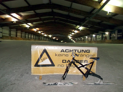 Image of a skibike at the start of the main slope at the AlpinCenter Bottrop