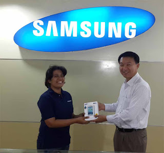 Ursula Bastianz with her brand new Samsung Galaxy Grand