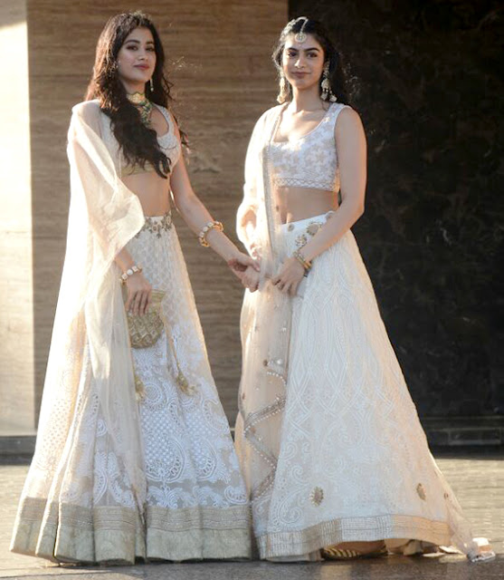 jhanvi kapoor and khushi kapoor at sonam's sangeet ceremony