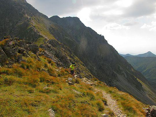 Zejście z Pachoła na Spaloną Przełęcz.
