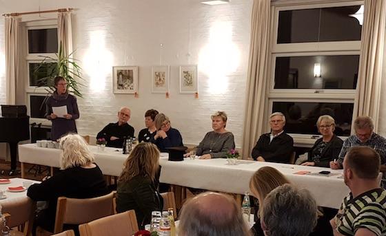 Kunstforeningens formand Karen Margrethe Madsen aflægger beretning