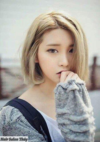 """<img src=""""toc-ngan-uon-cup-dep.jpg"""" alt=""""kiểu tóc uốn cụp đuôi 2017 màu vàng khói đẹp""""/>"""