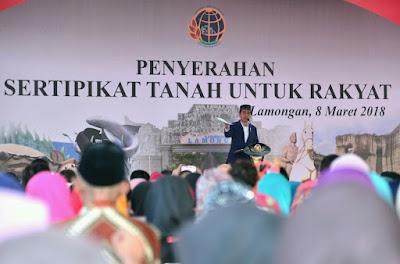 Presiden Jokowi Serahkan 5.750 Sertifikat di Lamongan - Info Presiden Jokowi Dan Pemerintah
