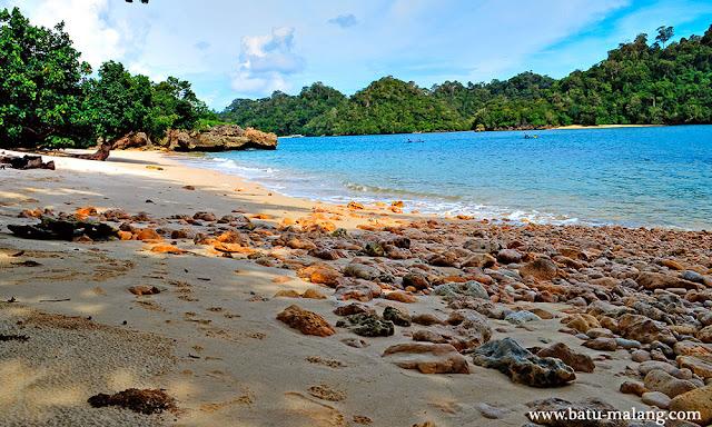 wisata pantai tiga warna di malang selatan