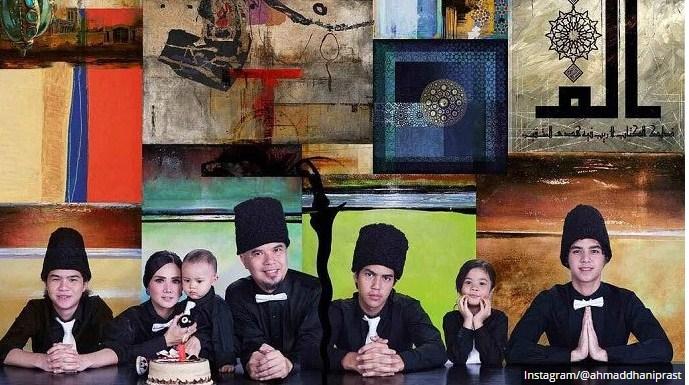 Kejanggalan Foto Ahmad Dhani dan Keluarga