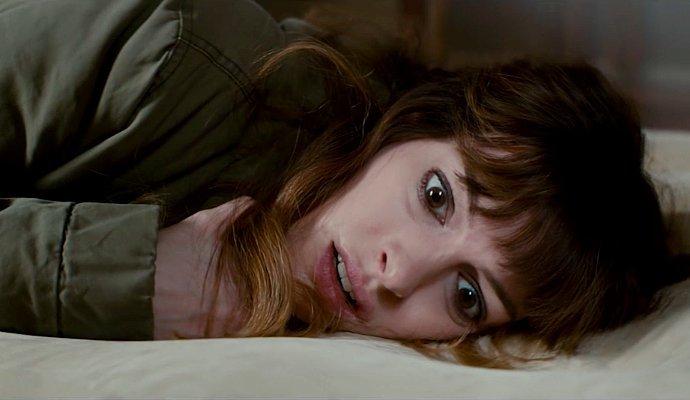 """Anne Hathaway controla um monstro no trailer da comédia """"Colossal"""""""