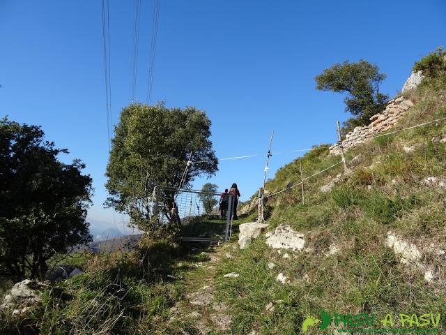 Portilla en el camino al Paisanu
