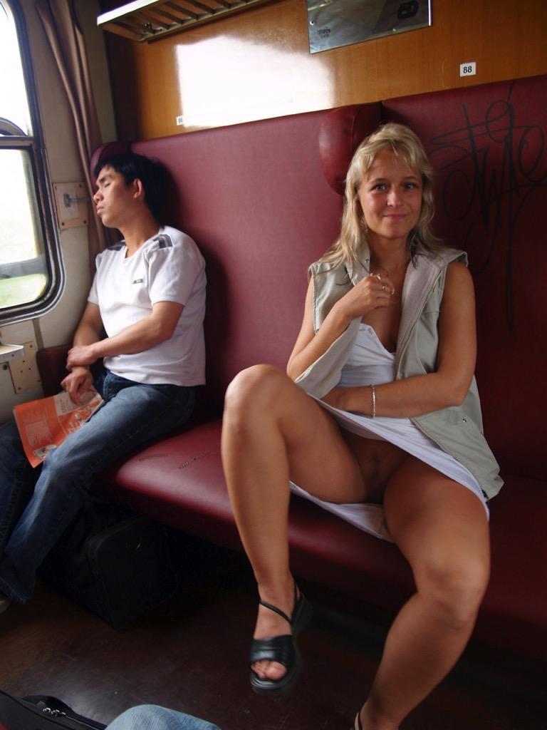 girl-nade-real-teens-flashing-on-school-buses-nude-naked-couples