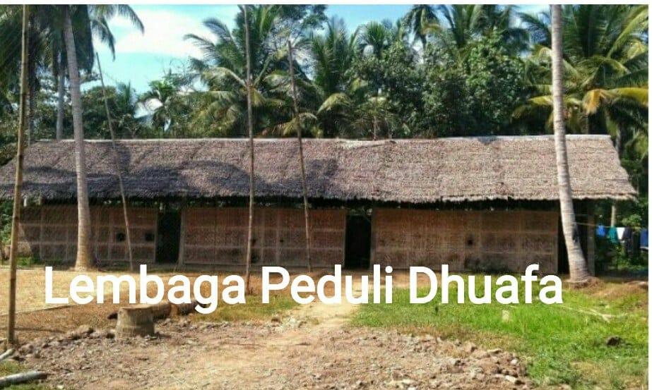 Lembaga Peduli Dhuafa Kunjungi Sekolah SMP berdinding tepas bambu