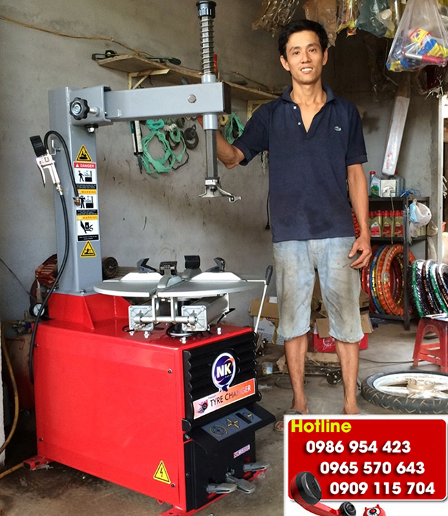 Máy tháo lốp, Máy ra vào lốp xe máy giá bao nhiêu tiền