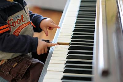 Bé 5 tuổi nên học organ hay học piano
