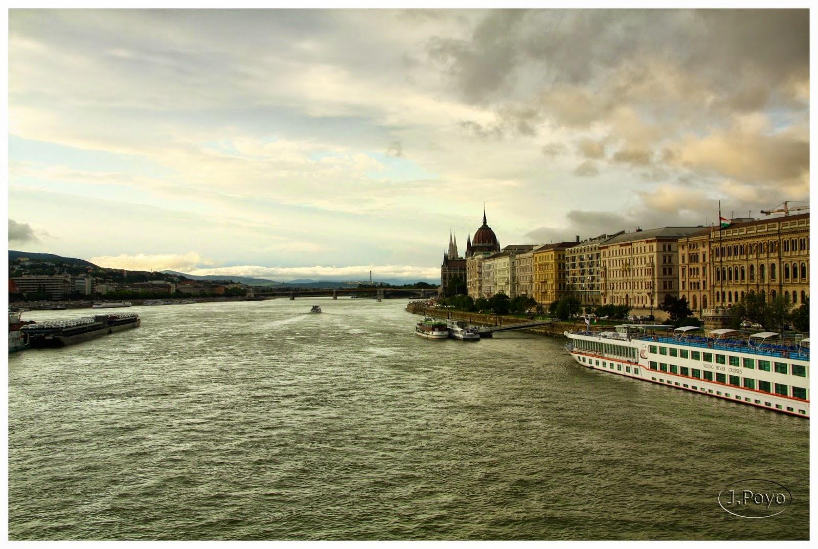 Vista del Danubio desde el puente de las Cadenas, Budapest