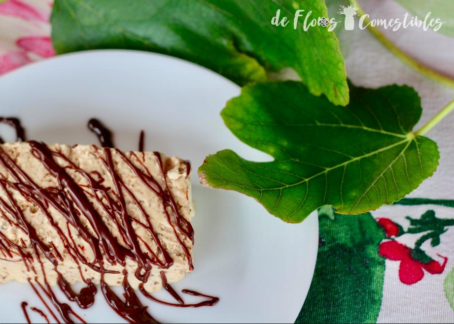 Postre de higos con crema inglesa y nata montada con chocolate caliente