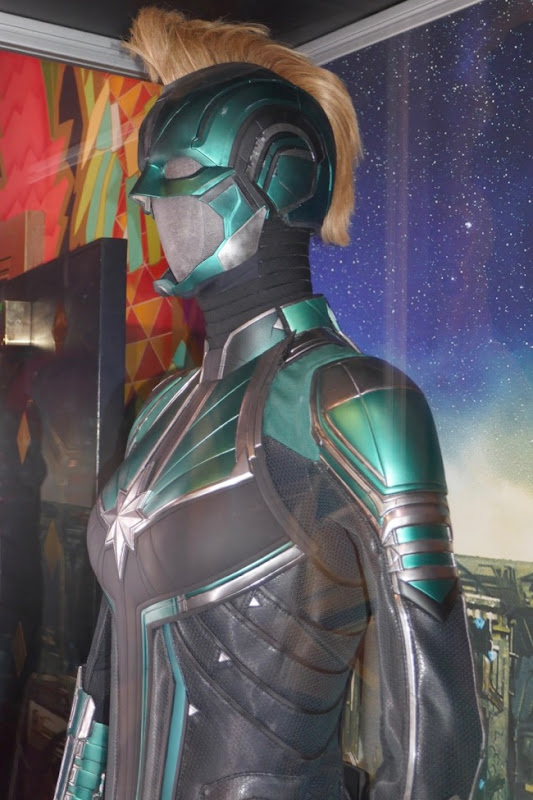 Captain Marvel Vers Starforce costume