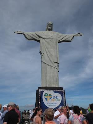 コルコバードの丘のキリスト像は混んでいる