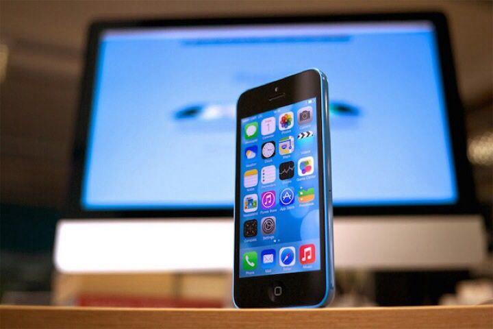 IPhone 5C yang menjalankan iOS 7.1.2