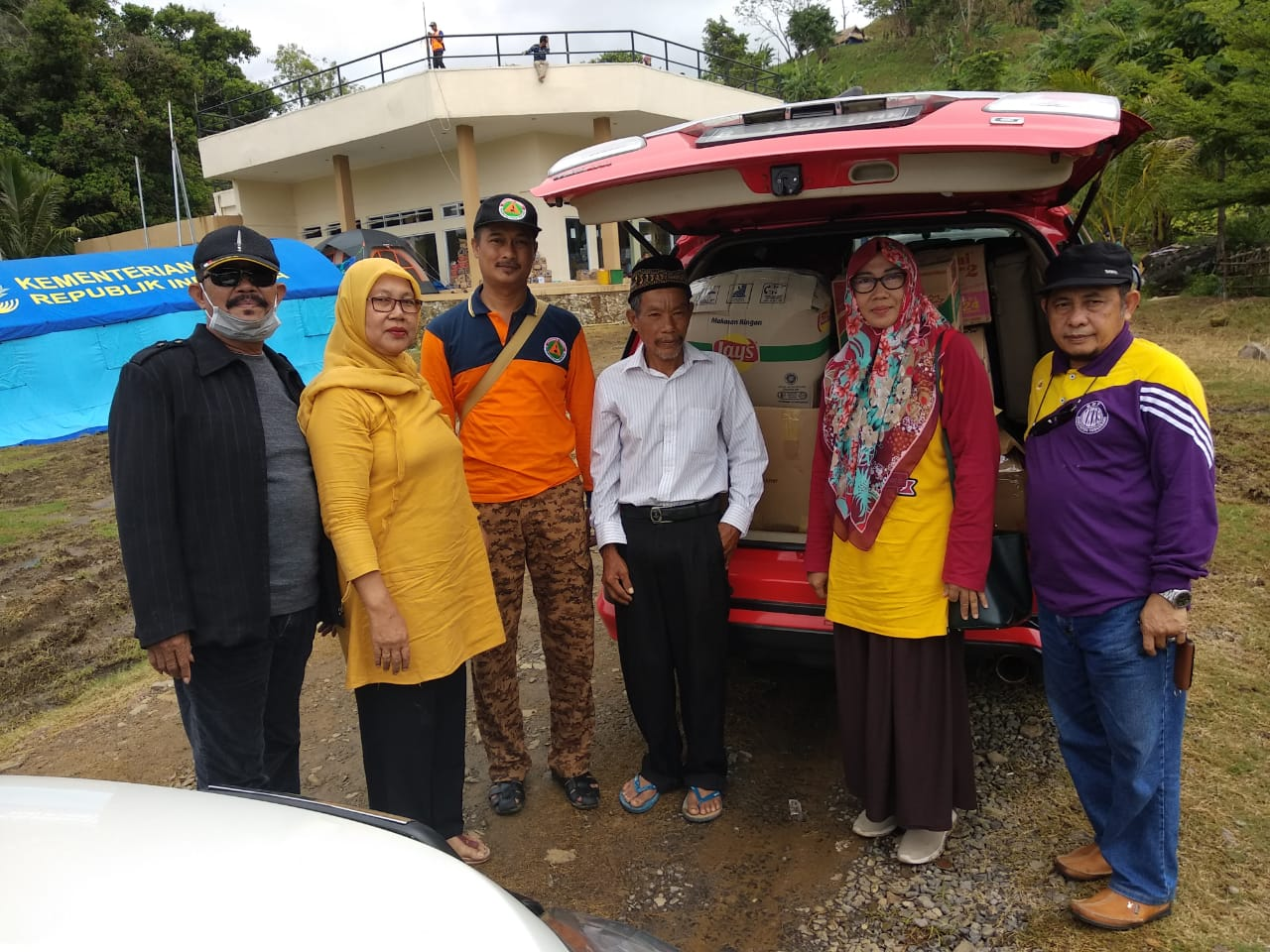BPD Lebak Wangi dan DWP Pantura Disdik Kabupaten Tangerang Bantu Korban Tsunami Banten