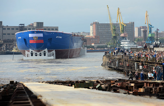 largest-icebreaker-ever-constructed-docks-in-st-petersburg-for-nuclear-fuel-loading