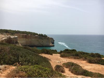 Au dessus de la grotte de Benagil - drone dji mavic pro