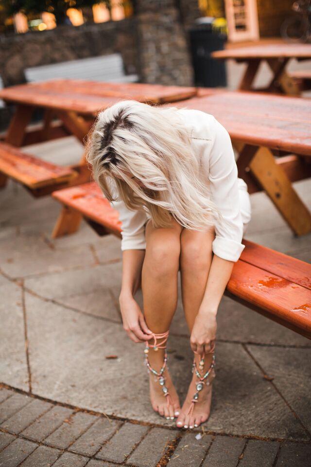 Barefoot Blonde 115