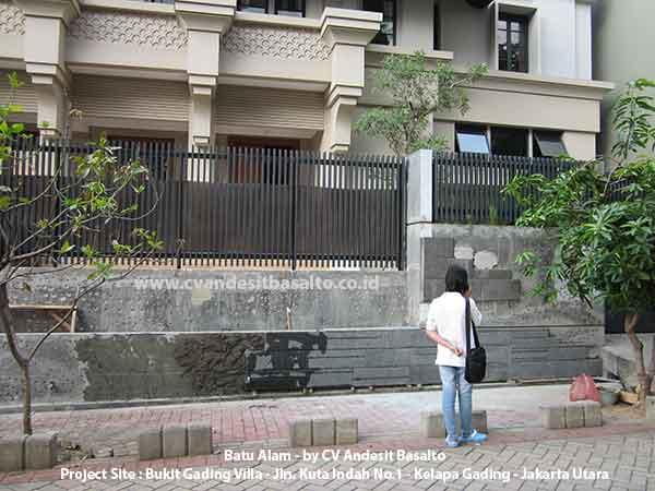 batu alam untuk dinding pagar luar rumah