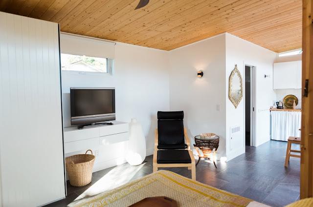 modern California guesthouse