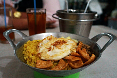 Nasi Goreng Soto dalam kuali di Intomie