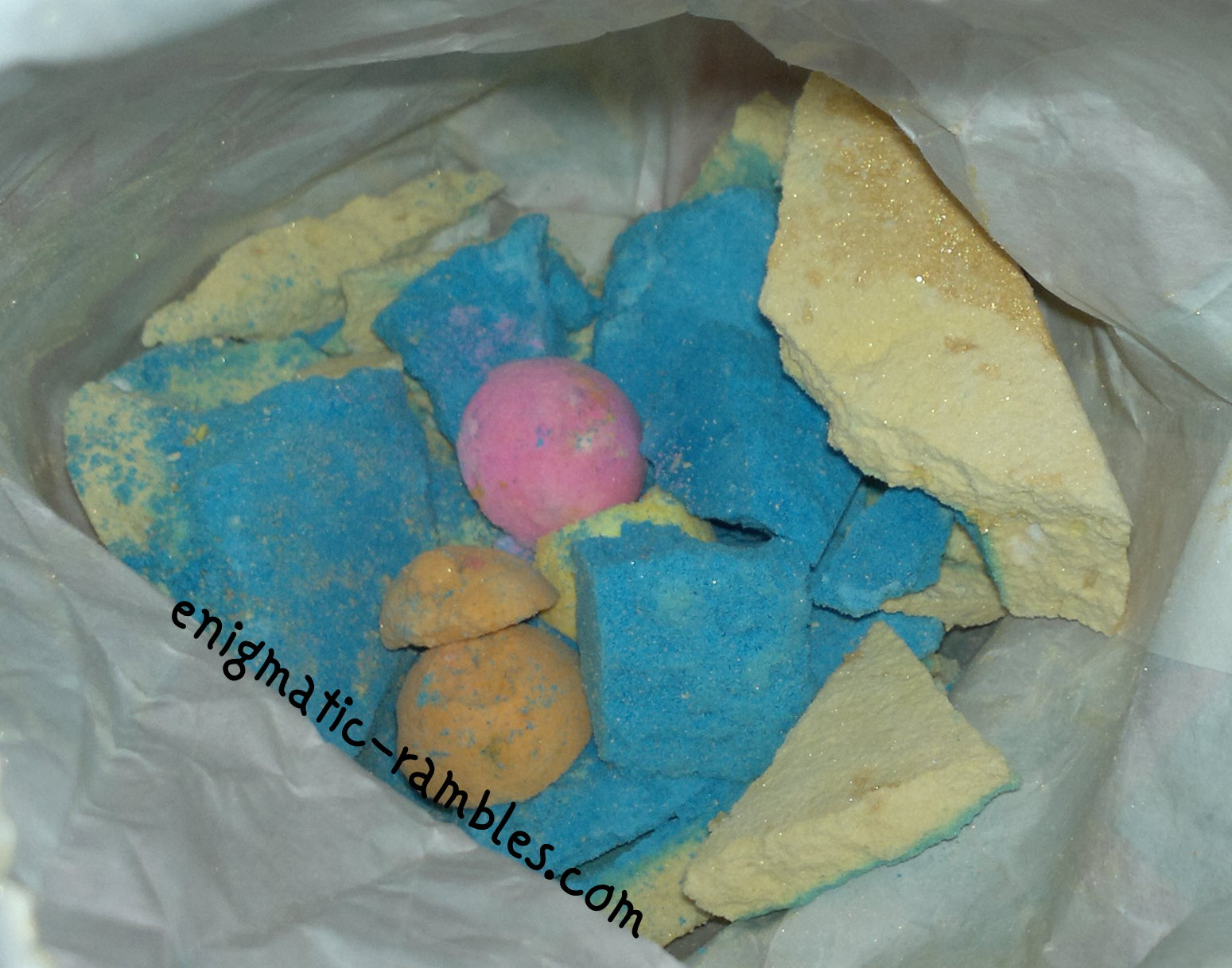 Lush-Golden-Wonder-Bath-Ballistic-Christmas-2013-review