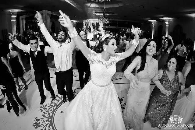 casamento clássico, casamento elegante, casamento chique, casamento real, decoração branca, tapete de espelho, passarela espelhada, casamento, cerimonia de casamento, anderson marques, dunia city hall, casarei em brasilia, casamento em brasilia, festa de casamento, noiva dançando