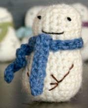 http://www.dappertoad.com/2011/12/free-mini-snowman-crochet-pattern.html