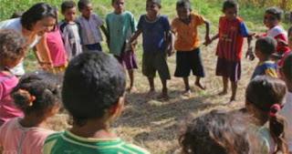 anak-anak aktif dalam bermain kelompok