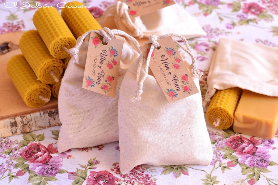 Detalles de boda bolsitas algodon con velas y jabones