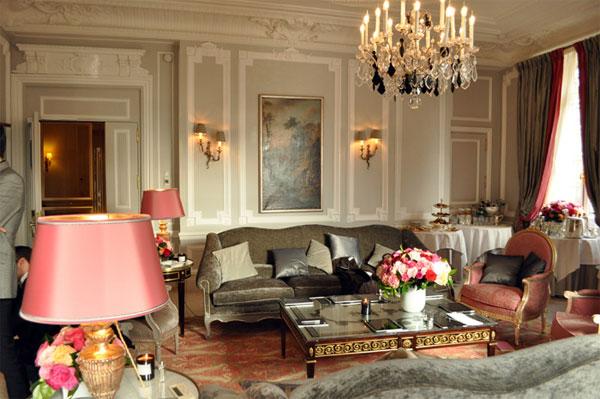 Decor inspiration places h tel plaza ath n e paris for Hotel decor inspiration