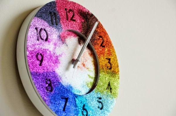 C mo decorar un reloj con colores glitter - Manualidades para decorar el hogar paso a paso ...