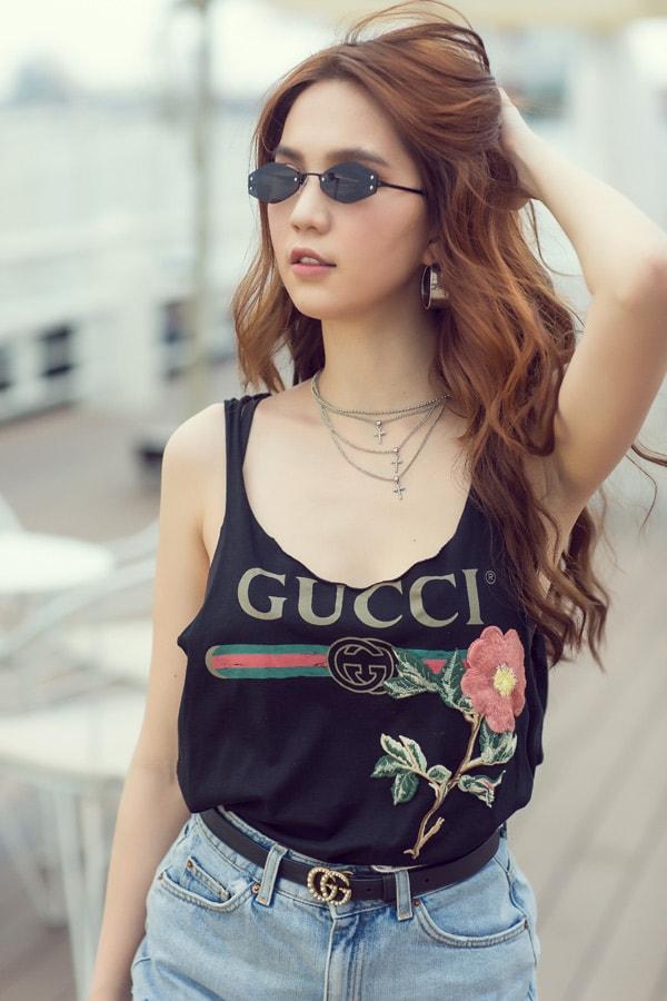 Ngọc Trinh diện quần short, váy ngắn hàng hiệu dạo phố Sài Gòn -5