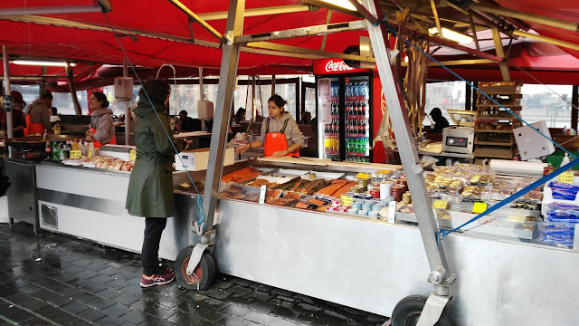 Mercato del pesce al Bryggen-Bergen