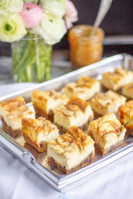caramel cheesecake bars with chocolate chip cookie crust