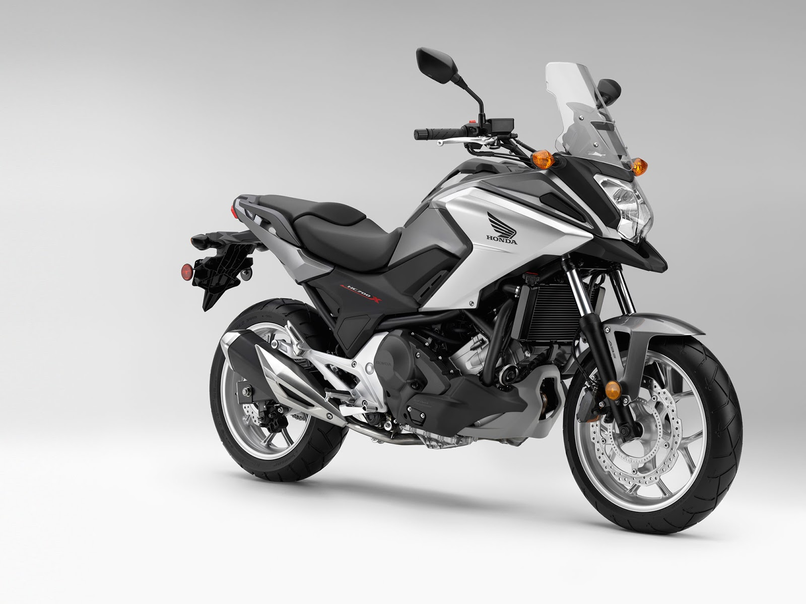 2016 new honda nc750x review a style to match real riders. Black Bedroom Furniture Sets. Home Design Ideas