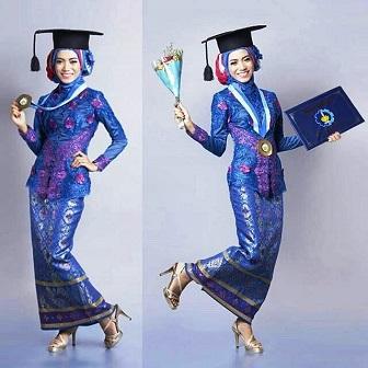 Model Kebaya Mahasiswi Berjilbab Untuk Wisuda