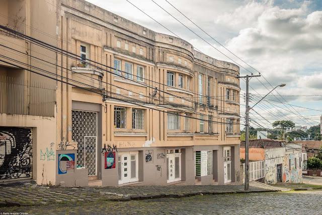 Edifício projetado por Frederico Kirschgässner, localizado na Rua Portugal