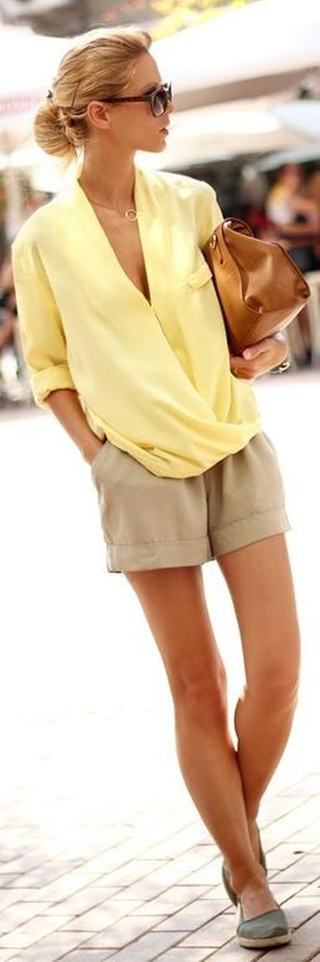 street style: natural and soft outfit with yellow top and shorts