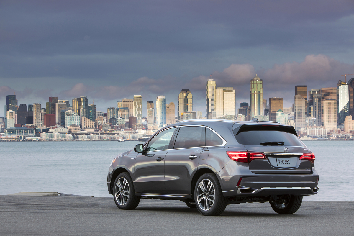 Rear 3 4 view of 2017 acura mdx sport hybrid awd advance