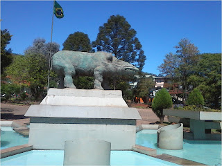 Monumento na Praça Central de Anta Gorda