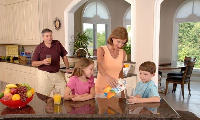 فوائد البرتقال للأطفال الرضع ، فوائد البرتقال للزكام للاطفال ، عصير البرتقال للرضع عمر شهرين، فوائد عصير البرتقال ،