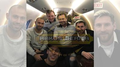Foto Kebersamaan Neymar dan Messi Saat Berada Di Kabin Pesawat