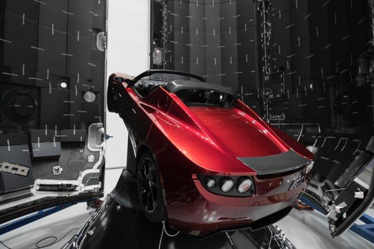 Roadster da Tesla antes do suposto lançamento