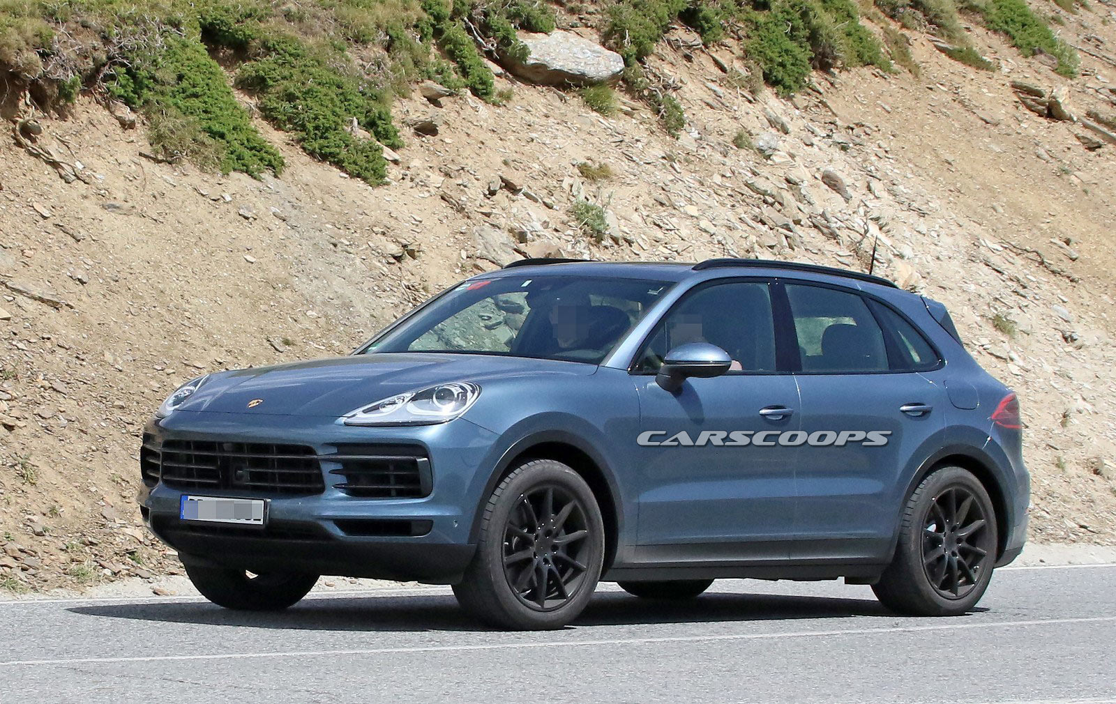 2018 porsche cayenne spied virtually undisguised. Black Bedroom Furniture Sets. Home Design Ideas