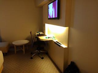suasana kamar hotel 1701