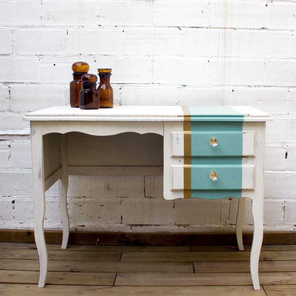 Una mesa tocador shabby chic con un toque glamour
