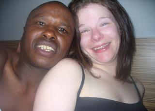 Πήγε μέχρι την Κένυα για να βρει τον άντρα της ζωής της αλλά έκανε παιδί άλλον